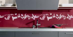 Как правильно выбрать и установить стеклянный кухонный фартук