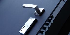 Схемы запирания входной двери: возможны варианты