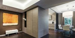 14 советов, как «поднять» низкий потолок в прихожей