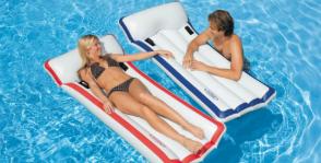 7 вопросов про надувные матрасы для плавания