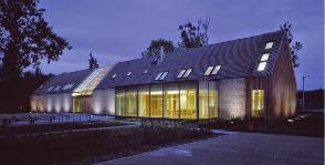 Мансардное окно в стропильной крыше: проблемы и их решения