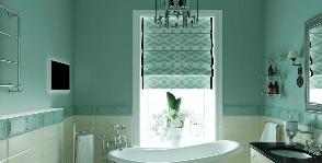 Зеленая ванная с римской шторой: дизайнер Анастасия Макова