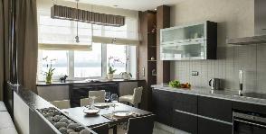 Кухня совмещенная с гостиной в квартире на берегу Москва-реки: дизайнер Марина Терешина