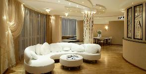 Интерьер необычной по форме квартиры с семью колоннами: дизайнер Ирина Шаманова