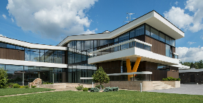 Загородный дом  со сложной стилистикой: дизайнер Арсений Леонович