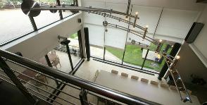 Стеклянный дом: необычные идеи для света и пространства