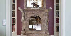 Интерьер гостиной в классическом стиле с антикварным декором: архитекторы Анна Яровикова, Юлия Мясникова