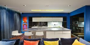Фото гостиной в синем цвете: дизайнер Юрий Зименко