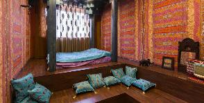 Спальня в восточном стиле: как обустроить комнату без мебели