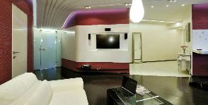 Квартира-студия для молодой пары в оттенках бордо: дизайнеры Сергей Фролов, Максим Ефремов