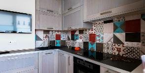 Как устроить кухню-столовую с диваном и кабинетом