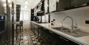 Black Tie – планировка узкой длинной кухни: дизайнер Надежда Самохина