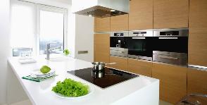 Белая квартира с прозрачной перегородкой: дизайнер Сергей Наседкин