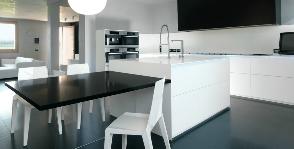 Кухня в стиле хайтек в предместье Вероны: дизайнер Алессандро Маньябоско