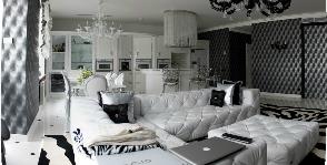 Большая черно-белая гостиная: дизайнер Алла Аверина