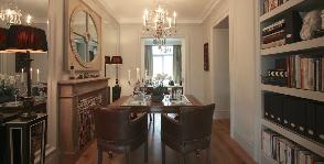 Гостиная-столовая с камином: дизайнер Катерина Лашманова