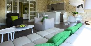 Небольшая квартира со знаковой дизайнерской мебелью