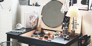 Письменный столик с отделением для косметики