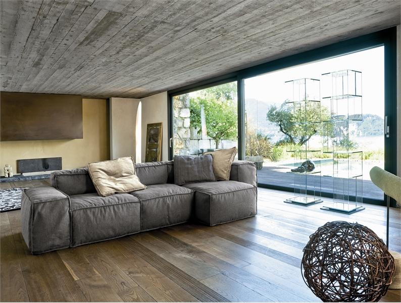 <strong>4</strong> простых совета, как вписать в  интерьер серый диван